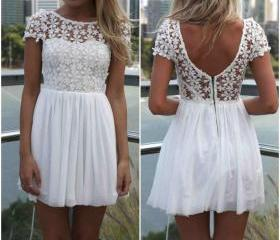 White Floral Lace An..